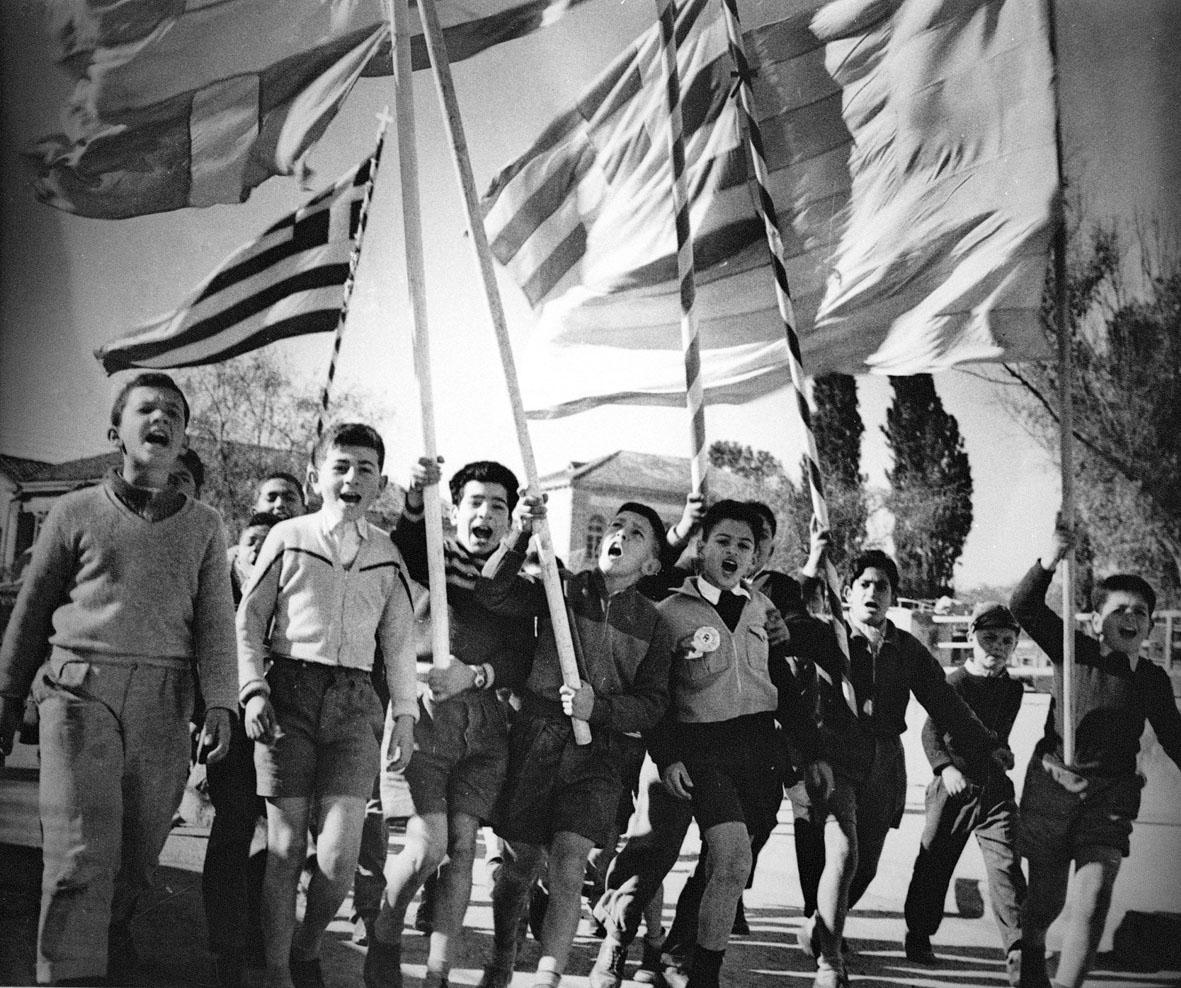 Αποτέλεσμα εικόνας για φωτογραφίες μαθητών διαδηλωτών τον καιρό της ΕΟΚΑ 1955-59