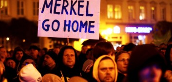«Merkel go home» Θα της το έλεγε ο Τσίπρας αλλά τελικά της το είπαν οι Γερμανοί.